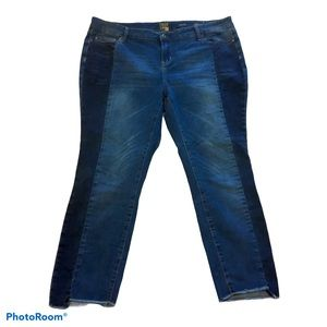 TRUE CRAFT Two-Toned Straight Leg Jeans